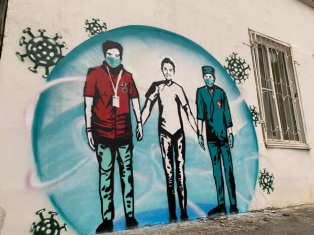 В Краснодаре появилось граффити-благодарность врачам и волонтерам