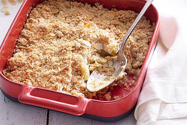 Яблочный пирог без теста. Просто присыпаем яблоки смесью муки с маслом и сахаром