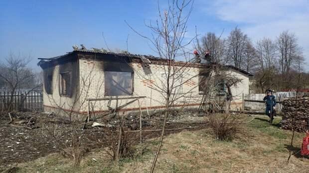 Горел дом в деревне Дубовка.