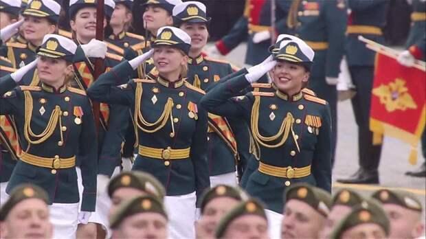 """Канадец о параде: """"У русских нет масок! Это у нас - концлагерь!"""""""