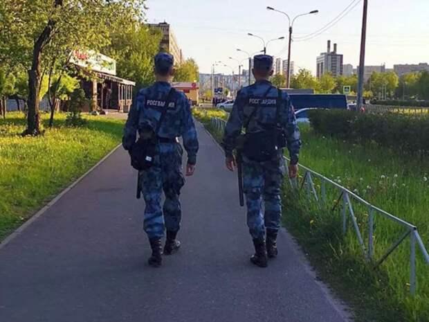 В Томске вооруженный ножом и пистолетом мужчина напал на росгвардейца и гражданского