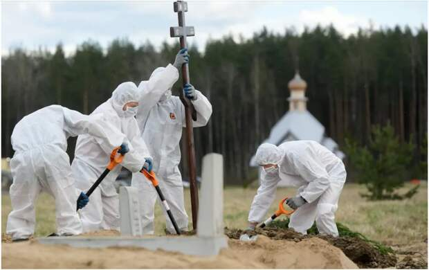 Теперь почти официально: Россия на первом месте по числу жертв коронавируса на душу населения. Это результат действий властей летом 2020 года