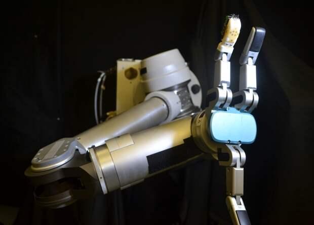 Жидкий металл дал роботам осязание