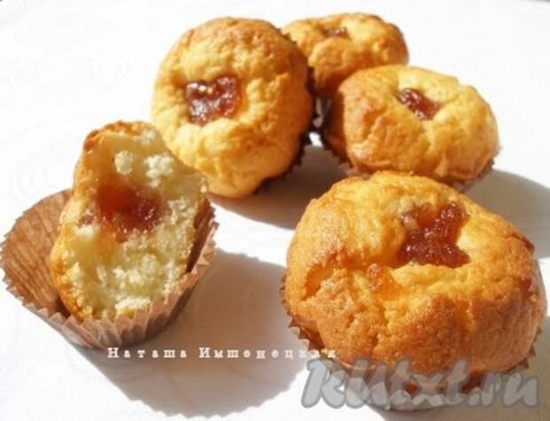 Кексы на кефире с яблочным джемом