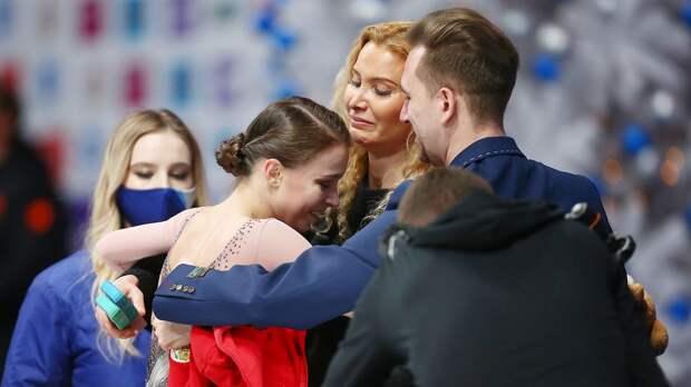 Тутберидзе заплакала после золотого проката Щербаковой на чемпионате России: видео
