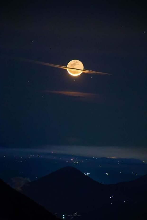 Уникальные снимки Луны, внешне напоминающей гигантскую планету Сатурн