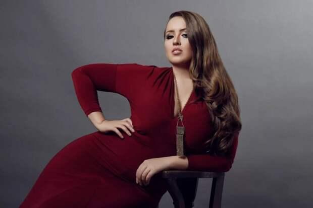 Какие фасоны вечерних платьев отлично подойдут для пышных женщин?