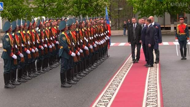 Делегации из РФ, Южной Осетии, Абхазии и ДНР прибыли в Луганск на День республики