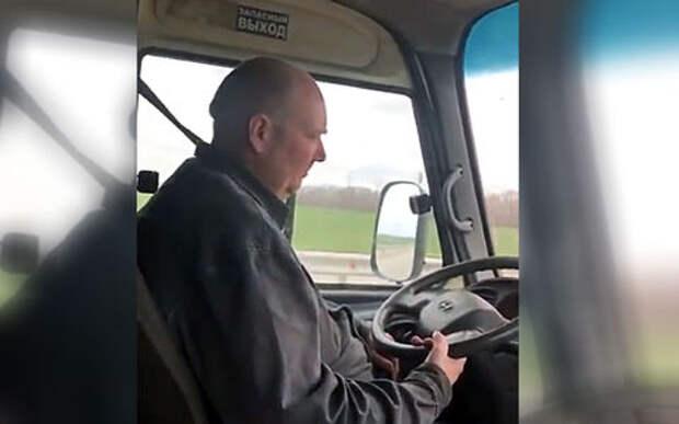 Водитель едва не заснул за рулем маршрутного такси