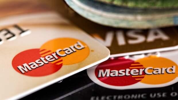 Доля просроченных долгов по кредитным картам заметно увеличилась в России