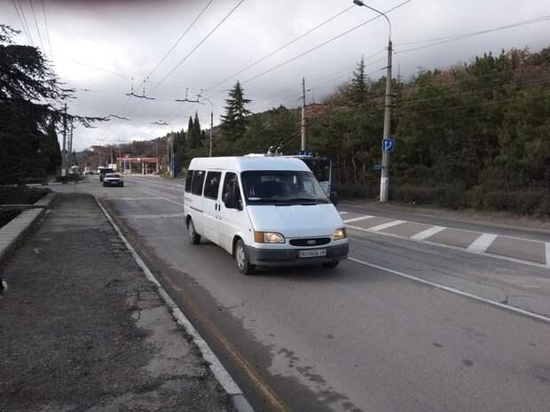 Ялтинский общественный транспорт курсирует по 29-ти маршрутам из 36-ти