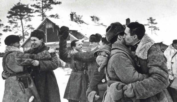 18 января 1943 года бойцы Красной Армии прорвали блокаду Ленинграда