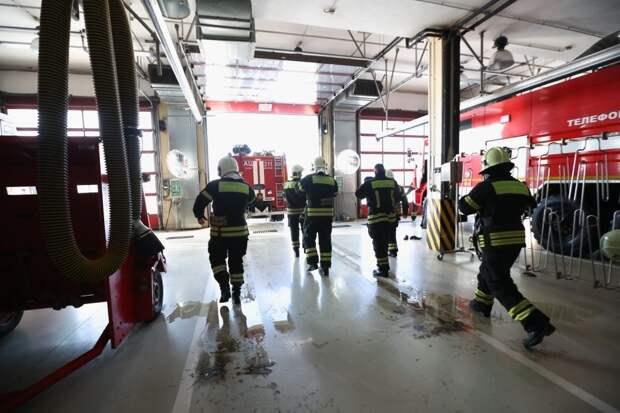 Из горящей квартиры на Рождественской пожарные спасли троих