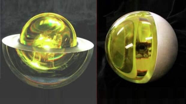 Стеклянный шар в космосе