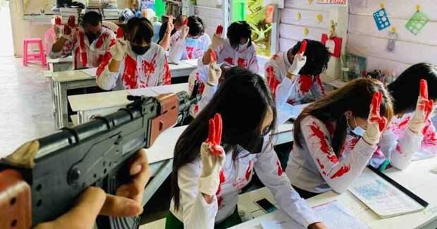 Мьянма: взрывы за школьным окном