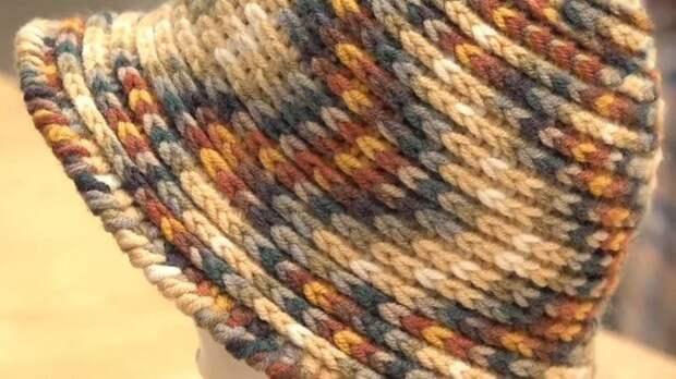 Оригинальные шарф и шапка на основе обычной цепочки крючком