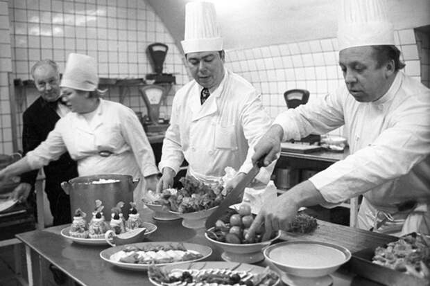 Почему в уникальном московском ресторане никогда не готовили блюда и в советское время и в наши дни