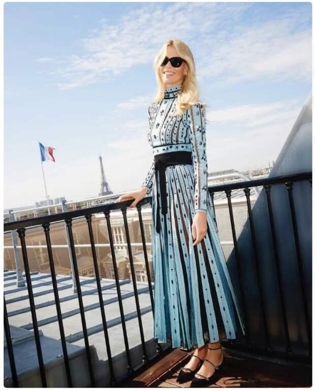 На примере Клаудии Шифер. Какие вещи носит 50-летняя красотка. Их стоит купить каждой женщине