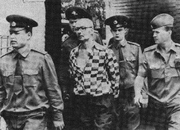 14 февраля 1994 года был расстрелян серийный убийца Андрей Чикатило.