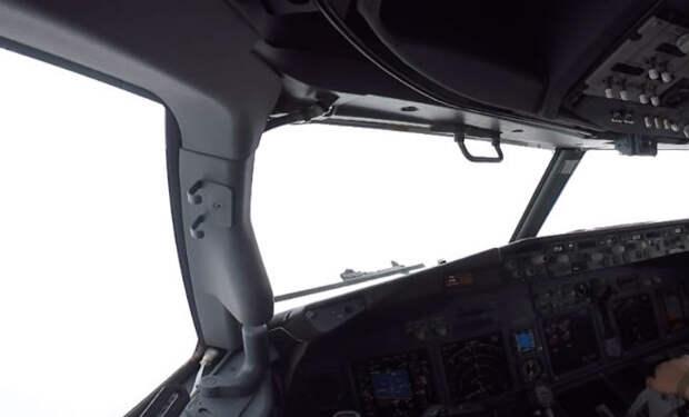 Полет глазами пилота: видео засняли из кабины с высоты 11 тысяч метров