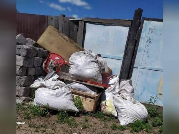 В районе Читы почти месяц не вывозят мусор из-за дорог
