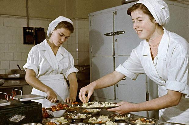 Школьная кухня. /Фото: bestlj.ru.