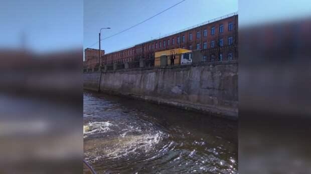 Из Обводного канала в Петербурге достали труп девушки