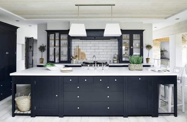Очень нестандартное решение оформить кухню в черно-белых тонах, что станет просто находкой.