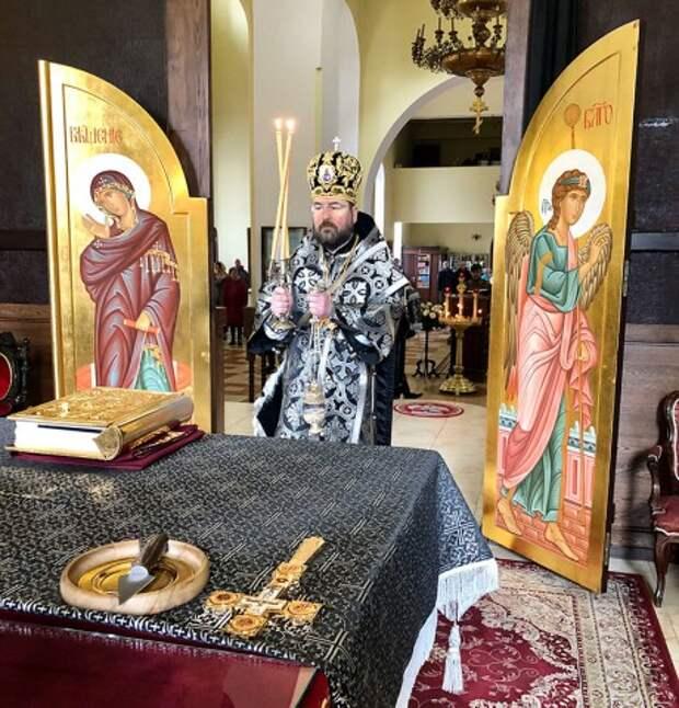 Епископ Серафим совершил литургию Преждеосвященных Даров в Никольском кафедральном соборе.