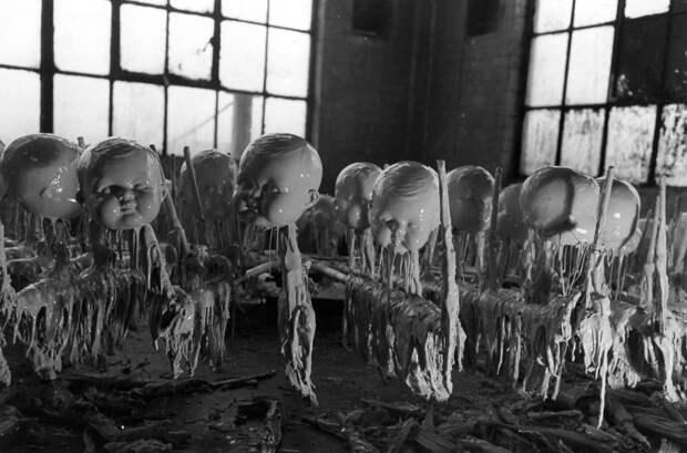 10 криповых фото с производства кукол 1930-50-х годов