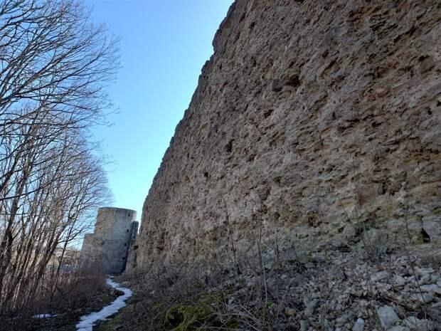 Копорская крепость, водопады и подземные речки. Поход в апреле