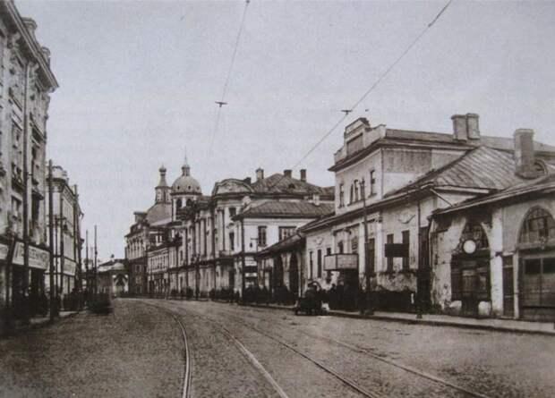 Площадь Покровские ворота в начале ХХ века. wikimedia