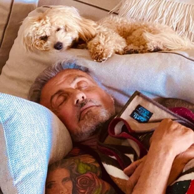 83-летний Хопкинс зажигательно станцевал с Хайек после победы на «Оскаре»