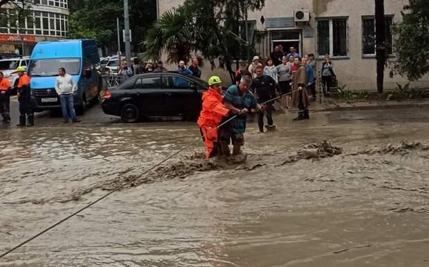 Один человек пропал и 18 пострадали в затопленной Ялте
