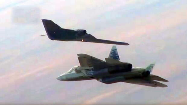 Российский дрон «Охотник» может выводить изстроя целые группы F-35 и F-22