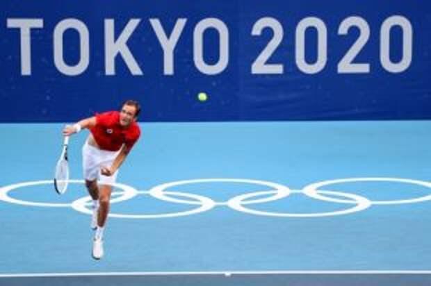 Медведев прошел в третий круг теннисного турнира на Играх в Токио