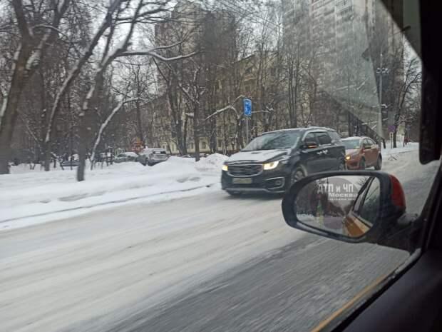 «Форд» догнал внедорожник на улице Фомичëвой