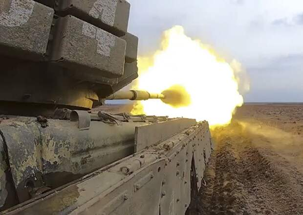 Курсанты учебного центра ВВО выполнили первые боевые стрельбы из танков Т-72Б3