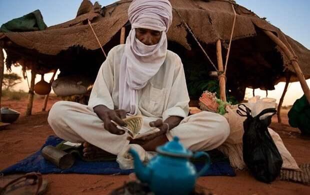 8 необычных фото племени туарегов — там царит матриархат, а мужчины носят хиджаб
