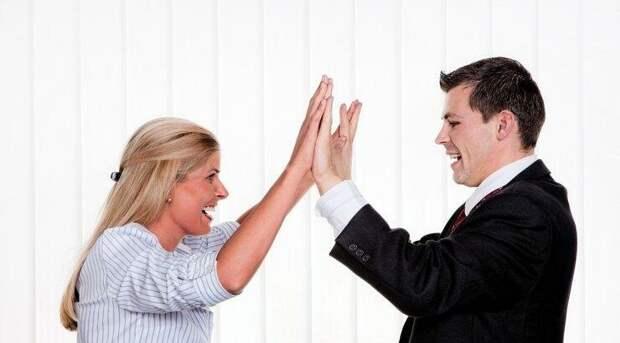 За успешным мужчиной всегда стоит мудрая женщина!
