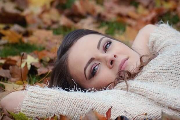 Девушка Лежа, Осенний Парк Портрет
