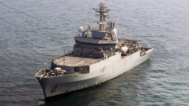 Провокация по-киевски: к Крымскому мосту предложили запустить британский корабль