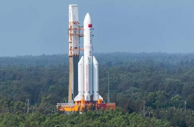 Китайская ракета весом 21 тонну падает на Землю