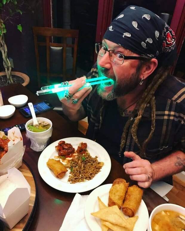 Светящиеся китайские палочки для еды