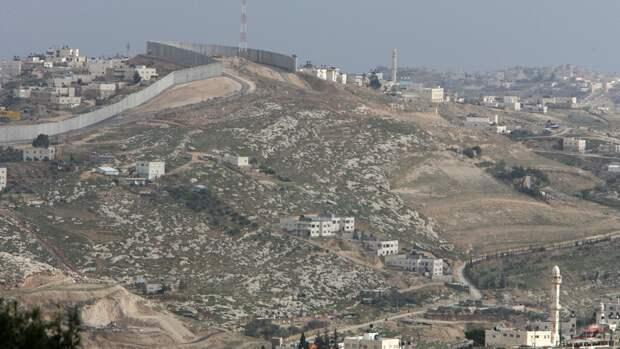 В Израиле десять человек пострадали при попадании ракеты в здание