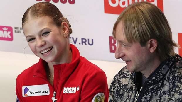 Плющенко: «У Трусовой бешеное рвение прыгать очень много четверных. Я Сашу просто останавливаю»