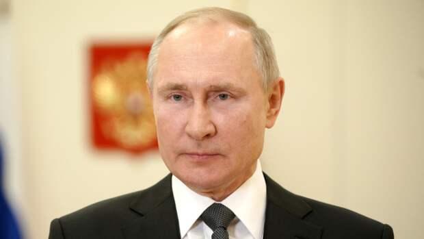 Путин поручил наградить преподавателей школы в Казани