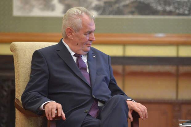 Президент Чехии попросил Путина поставить в страну вакцины «Спутник V»