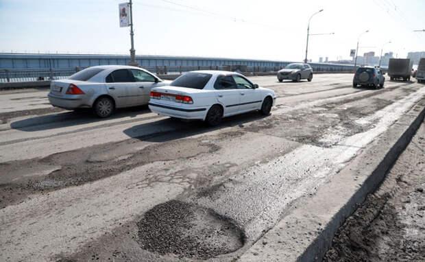 Слишком много машин – названа причина разбитых дорог в Новосибирске