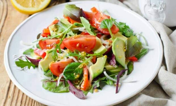 Салат с помидорами и авокадо. Лёгкий салат без майонеза 2